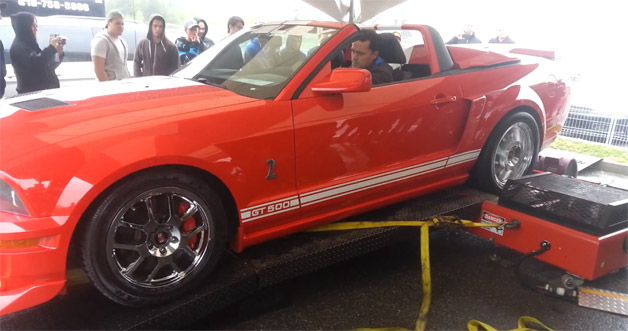 Ford Shelby Mustang GT500 hooked up on dyno - video screencap
