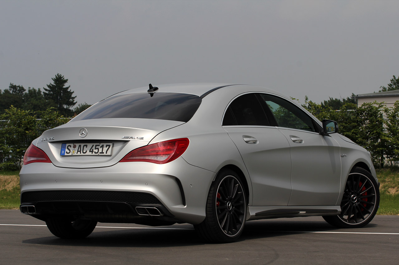 2014 mercedes benz cla45 amg autoblog for 2016 mercedes benz cla45 amg