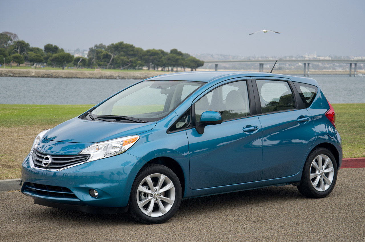 2014 nissan versa note autoblog. Black Bedroom Furniture Sets. Home Design Ideas