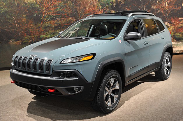 2014 Jeep Cherokee Trailhawk - front three-quarter view