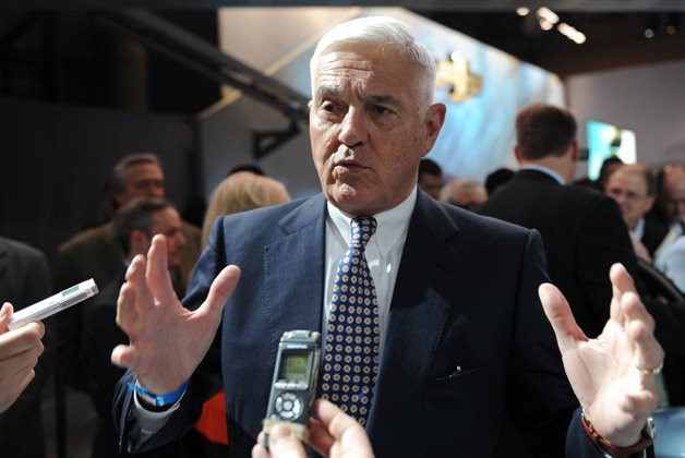 Auto exec Bob Lutz interviewed by reporters