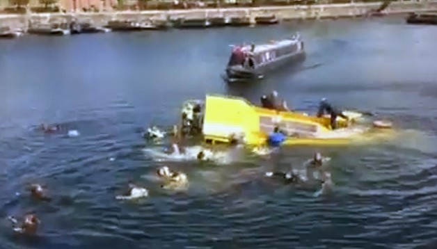 Liverpool Tourist Duck Boat Sinks Rescues Caught On Video