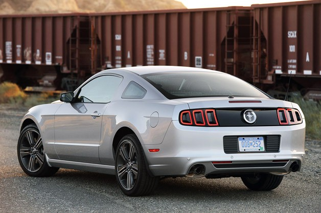 2013 ford mustang v6 rear 34 view