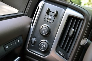 2014 GMC Sierra drive mode controls