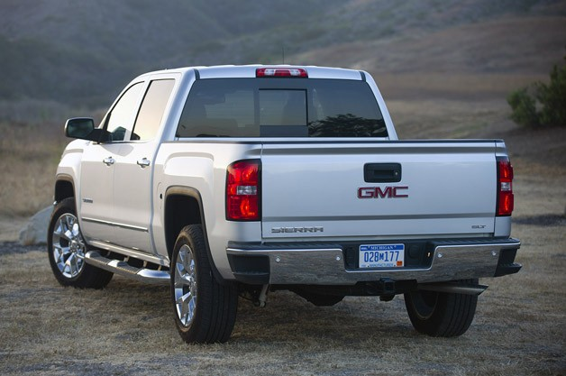 2014 GMC Sierra rear 3/4 view