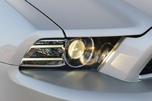 2013 Ford Mustang V6 headlight