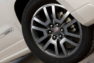 2013 GMC Acadia Denali wheel