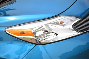 2014 Nissan Versa Note headlight