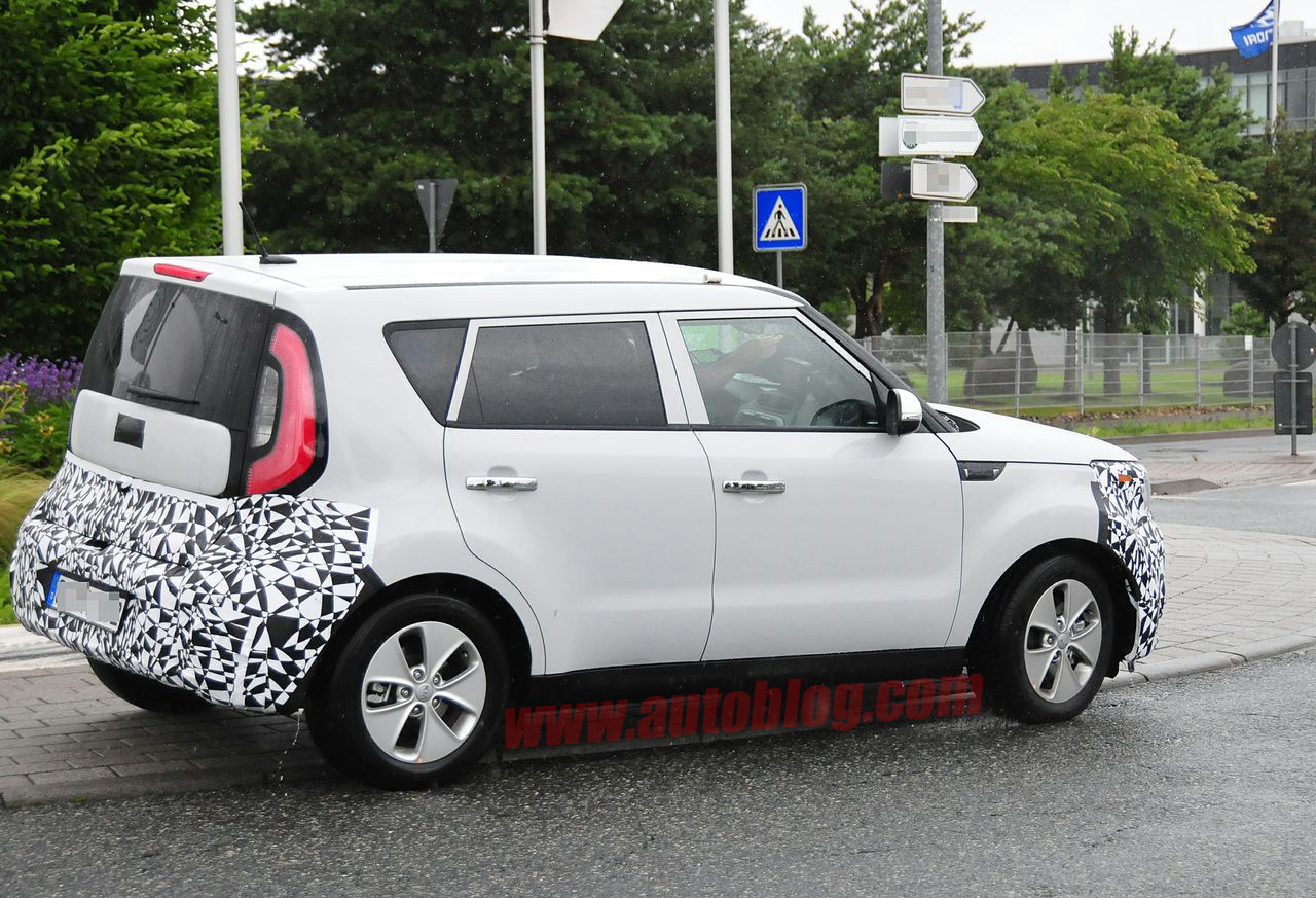 Rumored Kia Soul EV spied for the first time - Autoblog