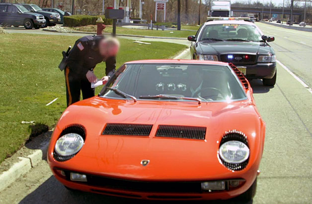 Jerry Seinfeld and Chris Rock get pulled over by police officer in Lamborghini Miura - video screencap