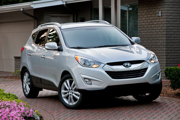 2013 Hyundai Tucson - front three-quarter view, silver