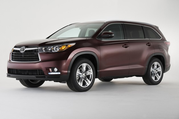 2014 Toyota Highlander front three-quarter