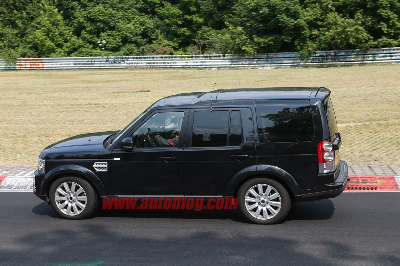 land rover lr4 getting facelift and interior refresh autoblog. Black Bedroom Furniture Sets. Home Design Ideas