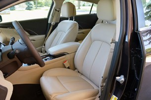 2014 Buick LaCrosse front seats
