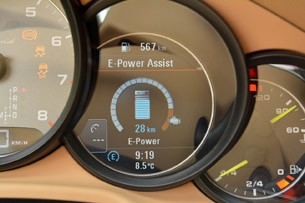 2014 Porsche Panamera S E-Hybrid E-Power assist display