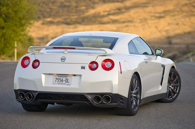 2014 Nissan GT-R rear 3/4 view