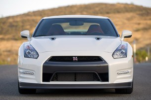 2014 Nissan GT-R front view