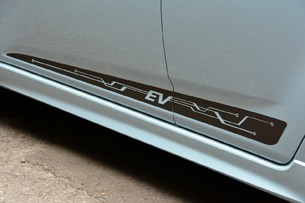 2014 Chevrolet Spark EV side splitter