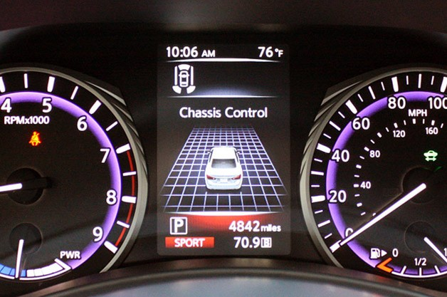 2014 Infiniti Q50 digital display