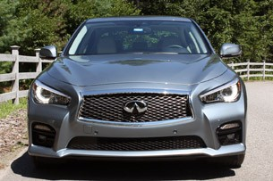 2014 Infiniti Q50 front view