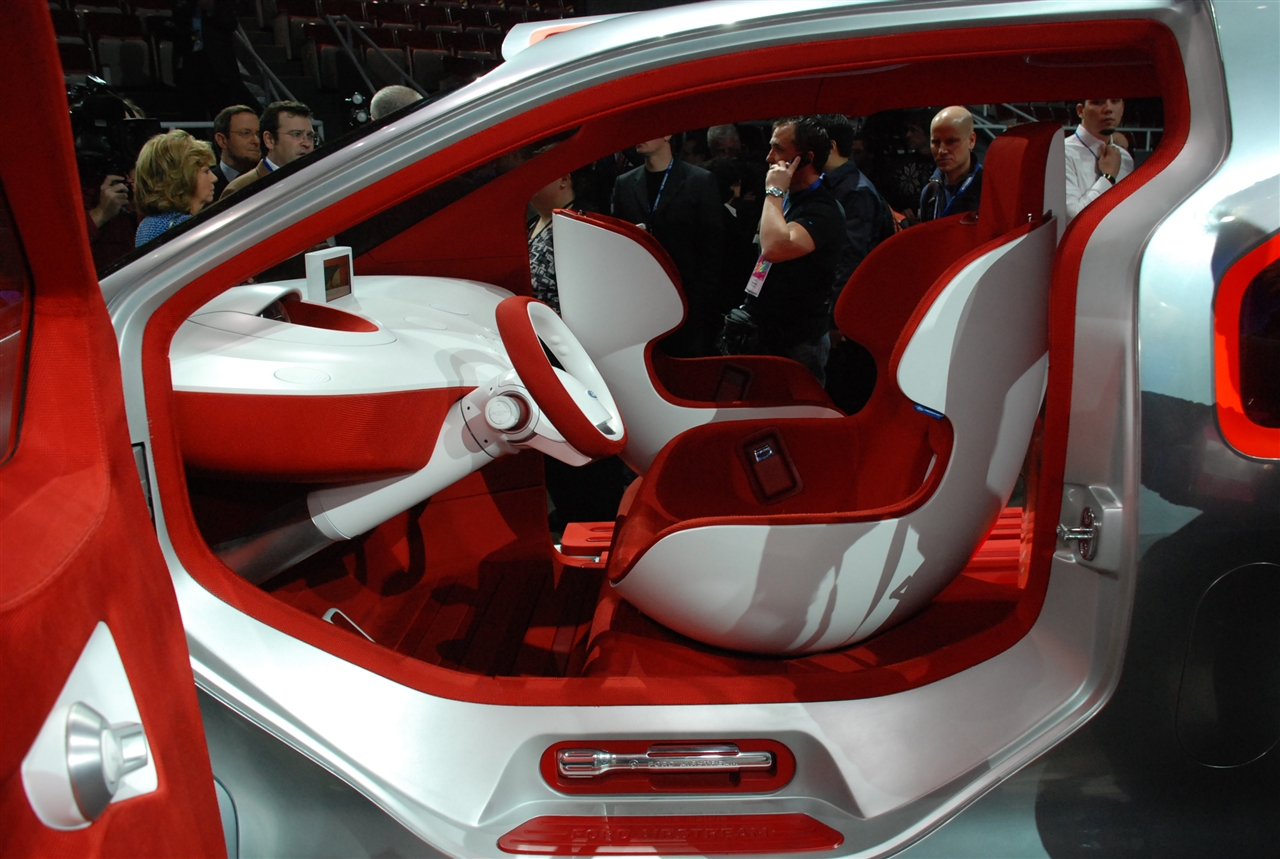 2010 Ford Airstream Concept photo - 1