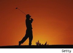 a golfer swinging - economic pendulum - comfort zone investing