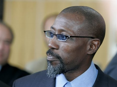 Wesley Snipes Reports to Prison
