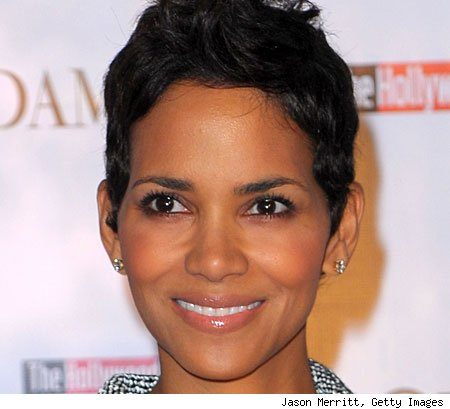 http://www.blogcdn.com/www.bvonbeauty.com/media/2009/12/get-the-makeup-look-halle-berry.jpg