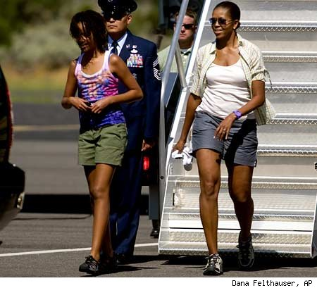 michelle obama getting off the plane in shorts