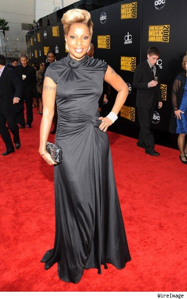 mary j blige hairstyles 2010. Mary J. Blige made an