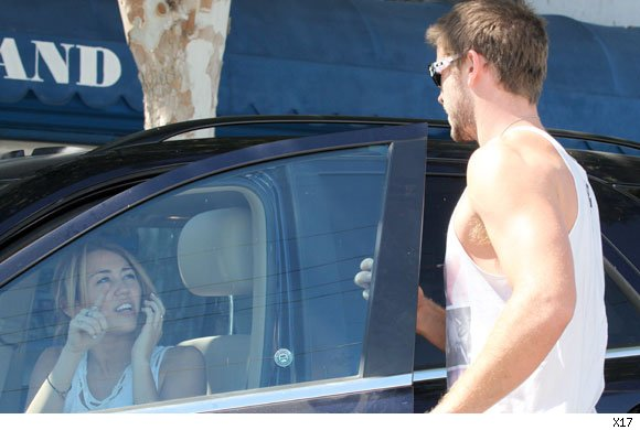 liam hemsworth comes to miley cyrus' aid