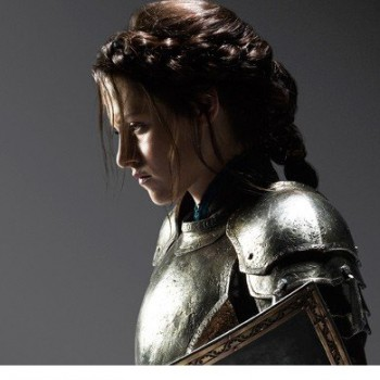 Kristen Stewart Prepares for Battle in 'Snow White and the Huntsman'