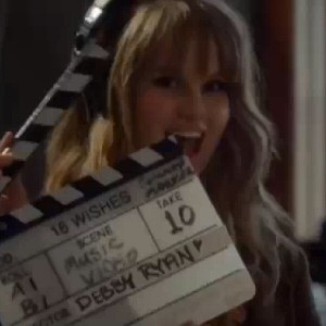 000_000_293_debby-ryan-wish-music-video
