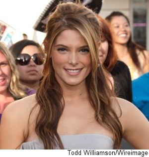 000_000_433_ashley-greene-lol