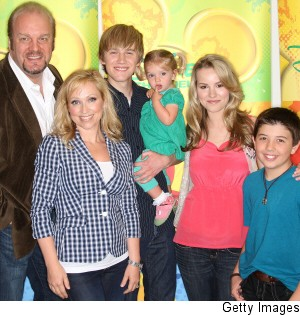 000_000_608_good-luck-charlie-season2