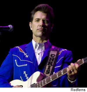 000_001_117_chris-isaak-american-idol
