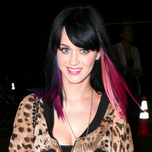 000_002_180_katy-perry-pillows