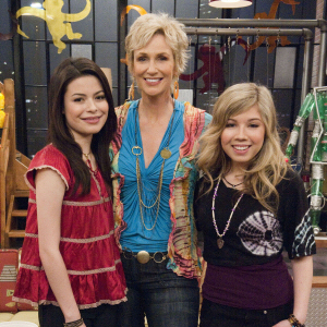 000_002_406_sams-mom-icarly