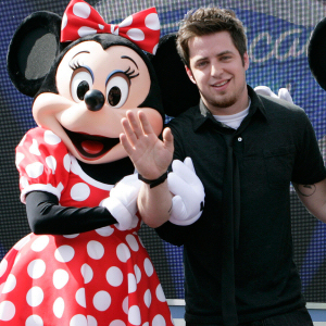000_002_436_lee-dewyze-minnie