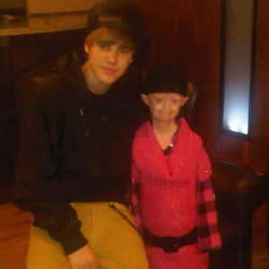 JUSTIN BIEBER MEETS FAN WITH RARE GENETIC CONDITION