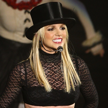 000_009_039_britney-spears-circus-tour