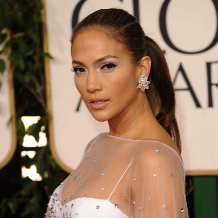 000_009_151_jennifer-lopez-2011-golden-globes-red-carpet-01162011-05-820x1200