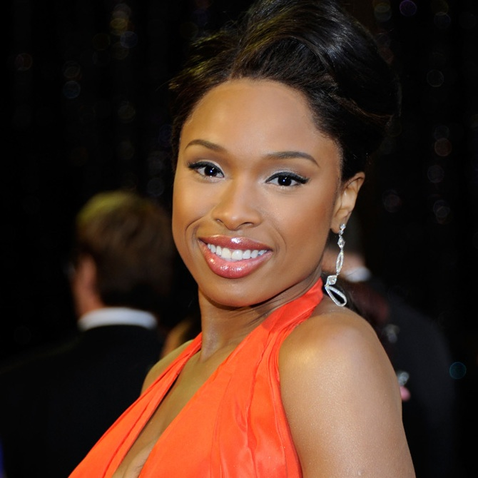 000_009_610_jennifer-hudson-2011-academy-awards-red-carpet-02272011-16