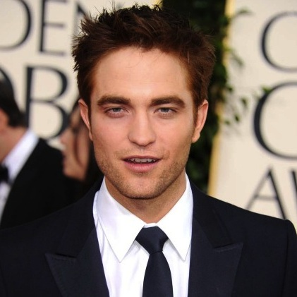 000_009_656_robert-pattinson-2011-golden-globes-red-carpet-01162011-09-430x632