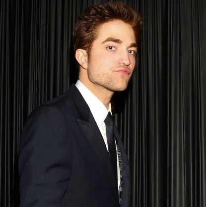 000_009_801_robert-pattinson-golden-globes-01172011-11-430x613
