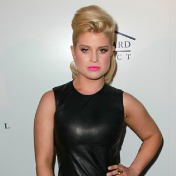 Kelly Osbourne Donating Clothes to Homeless Charity