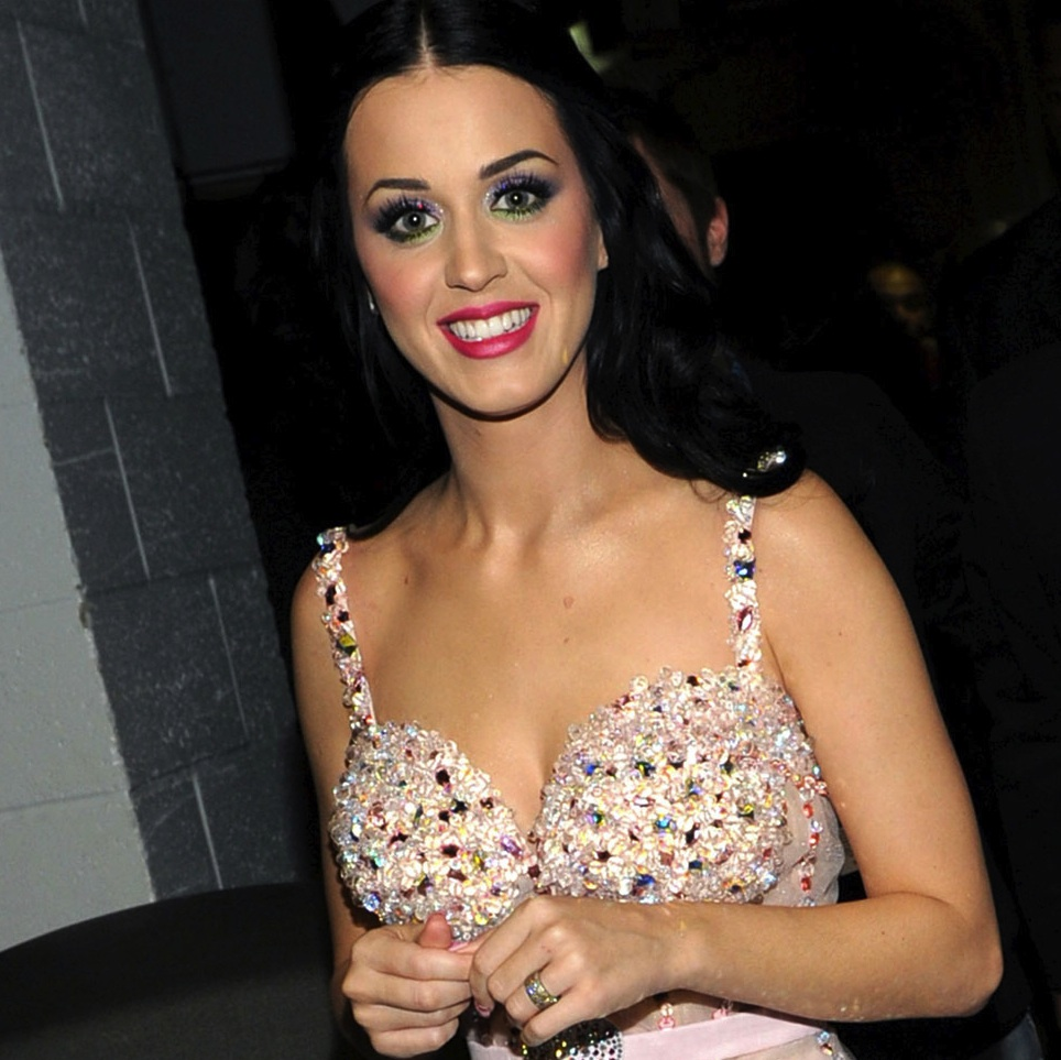 000_010_277_katy-perry-2011-grammy-awards-pictures-photos-gallery-37