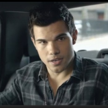Emma Stone, Taylor Lautner & Kristen Stewart Get Creeped Out in MTV Movie Award Promos