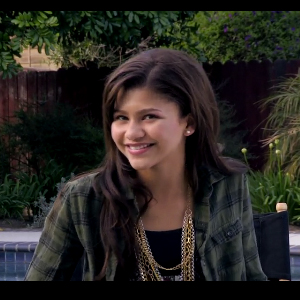 Zendaya 'Shakes' Her Spirit Up | Adam.