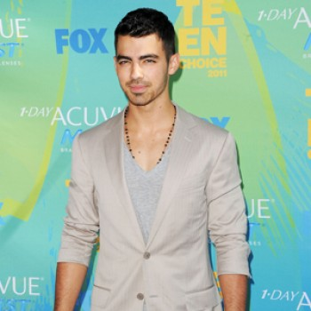 2011 Teen Choice Awards Blue Carpet Roundup